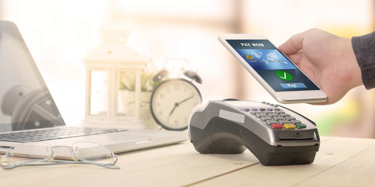 paying with contactless mobile payment on card terminal