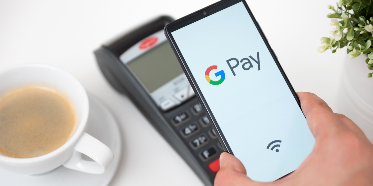 someone using google pay app to pay on card reader